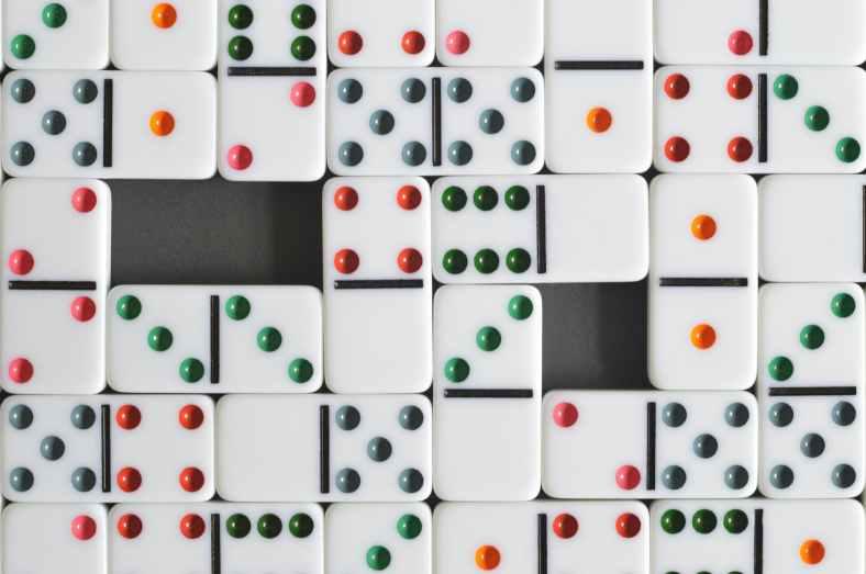 dominos dots fun game